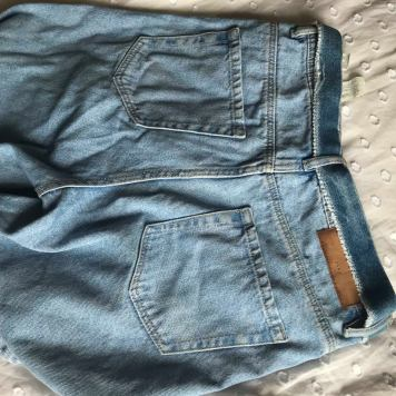 9a1ec3b9547 BEAUTIFUL blue boyfriend jeans from Zara. I bought these I believe early  last year. They re amazing